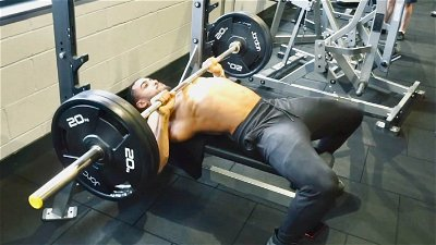 BARBELL FLAT BENCH PRESS