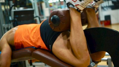 LYING HAMSTRING MACHINE CURLS